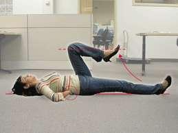 mal de dos Figure 5B - En gardant une jambe étendue sur le sol, plier l'autre genou et lever le pied